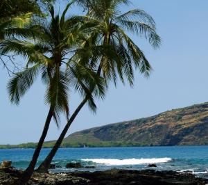 Captain Cook Monument at Kealakekua Bay, Kona Hawaii: Photo by Donnie MacGowan