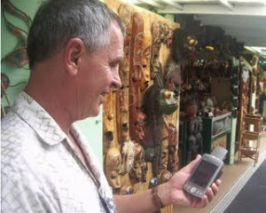 Frank Burgess uses the Tour Guide App to explore shopping possibilities around Kailua Kona.jpg