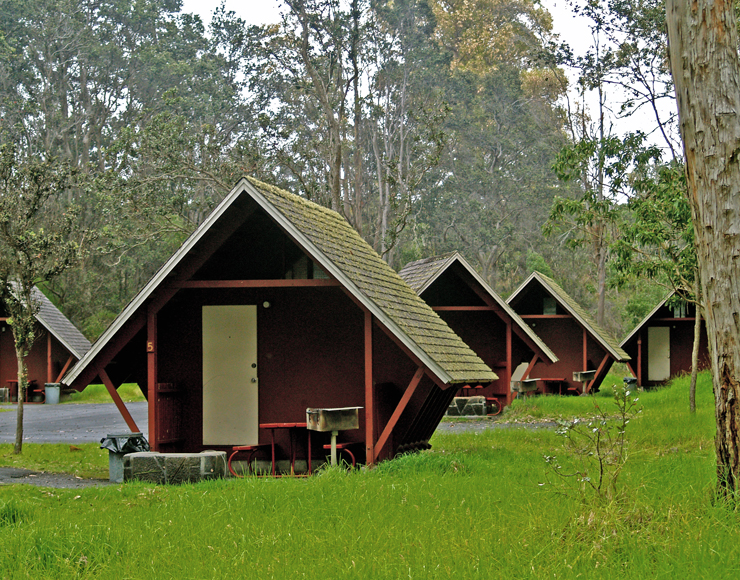 Exploring hawaii volcanoes national park namakani paio for Camping grounds with cabins